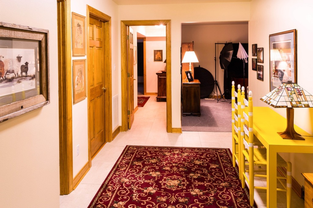 corridor-670277_1280