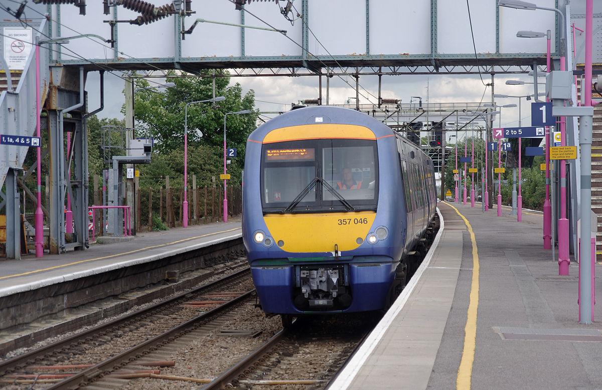 1200px-Upminster_station_MMB_15_357046
