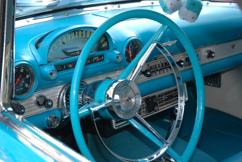 classic-car-76401_960_720
