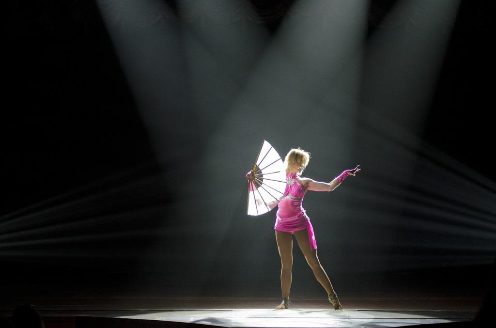 dance-411999_1280