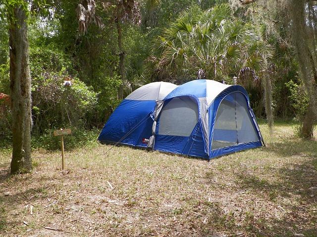camping-445425_640