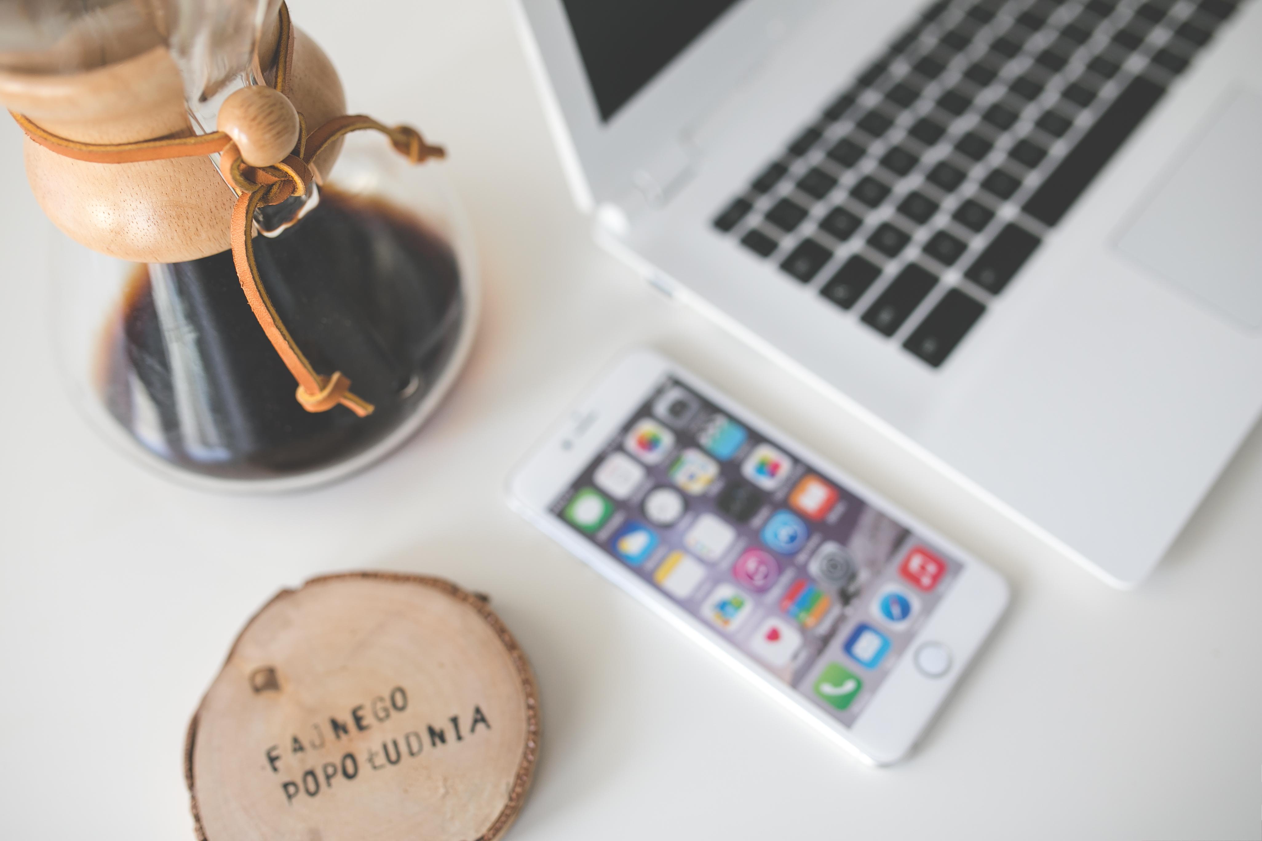coffee-apple-iphone-desk
