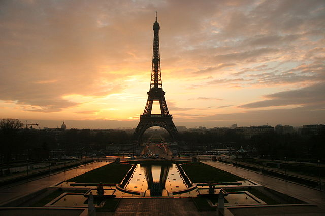 640px-Eiffel_tower_at_dawn_horizontal