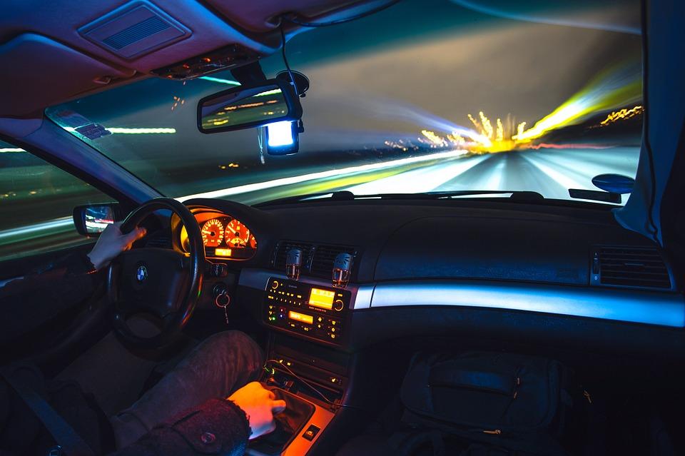 driving-933281_960_720