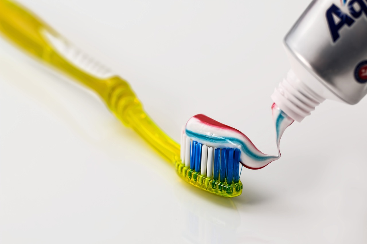toothbrush-toothpaste-dental-care-clean-40798