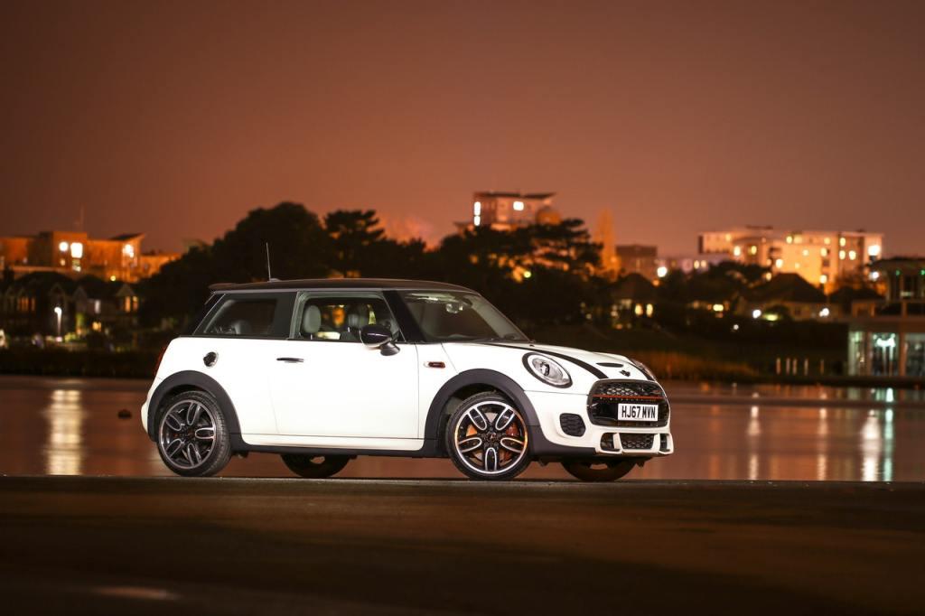 automobile-automotive-car-1381816