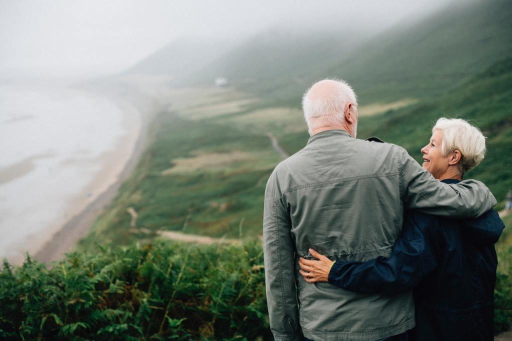 couple-daylight-elderly-1589865